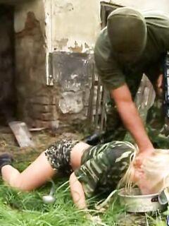 На войне даже девушка солдат