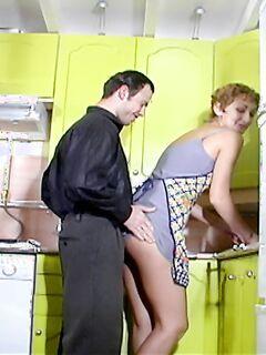 Славно натянул женушку на кухне