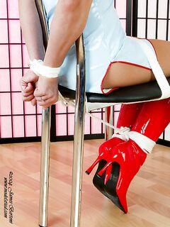 Присунешь между ног, а милашка ничего и не сделает