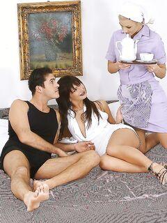 Паренек с женой и со служанкой