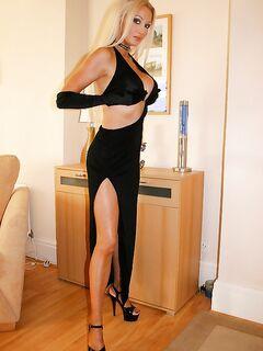 Изумительное платье на изумительной даме