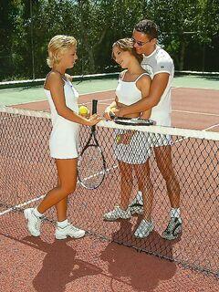 Знакомство с красотками на теннисном корте прошло успешно