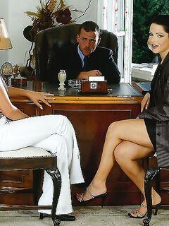 Преимущества двух секретарш