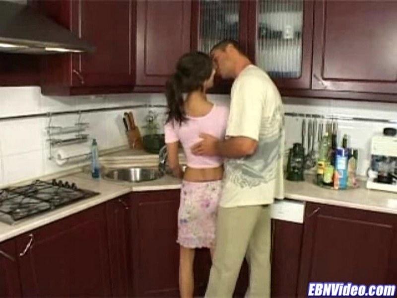 Любительский анальный перепихон на кухне