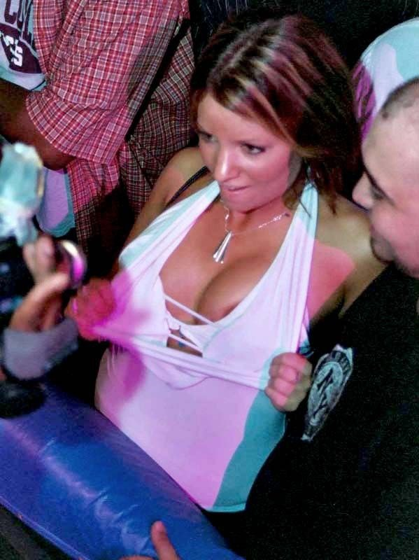 Пьяна компания и вечеринка в клубе
