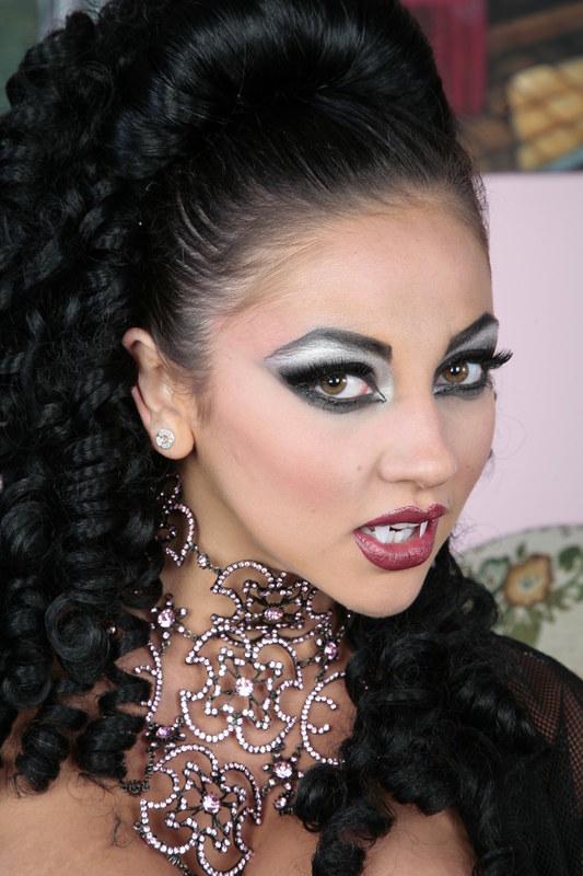 Страсть внутри вампирши