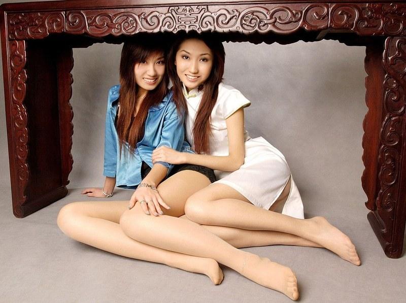 Развращенные азиатки в колготках