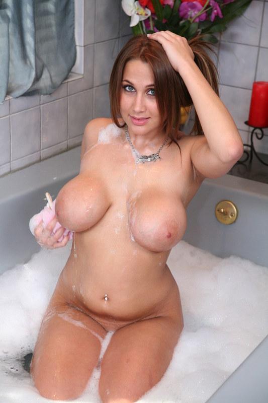 Сейчас бы к ней в ванную