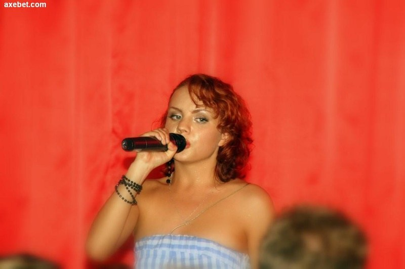 Стройная одаренная певица
