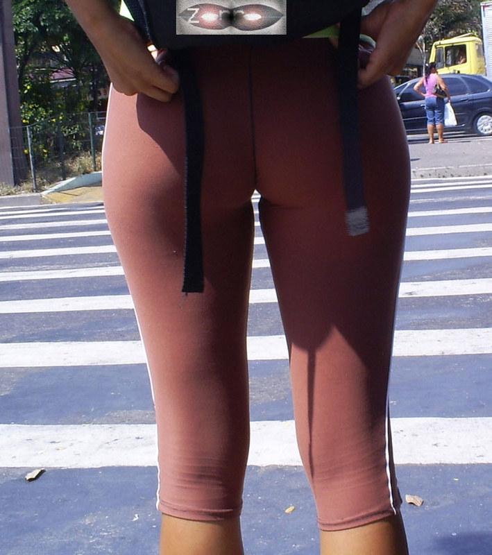 Такие попки не встретишь обычного дня посреди улицы