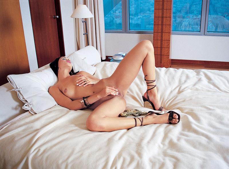 Секс в две дырочки расслаблает после тяжелого рабочего дня