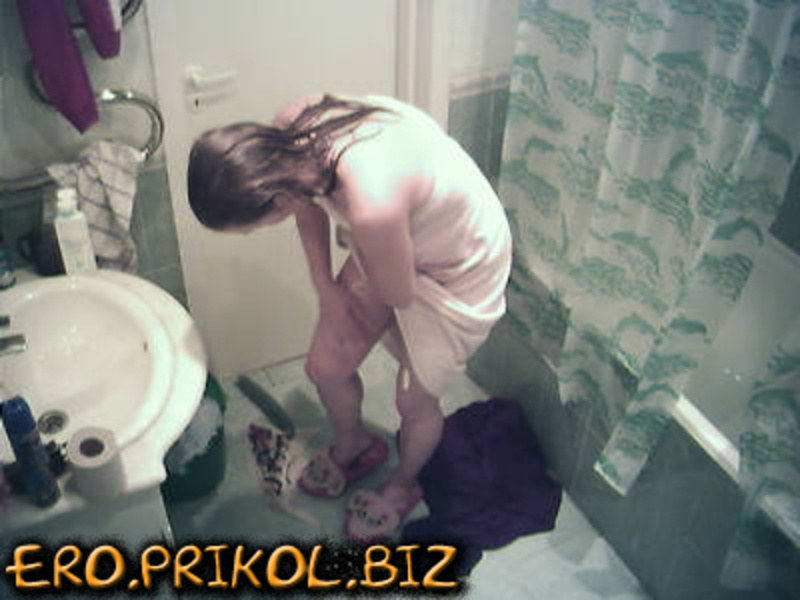 """Девушки из \""""Дом-2\"""" в ванной комнате"""