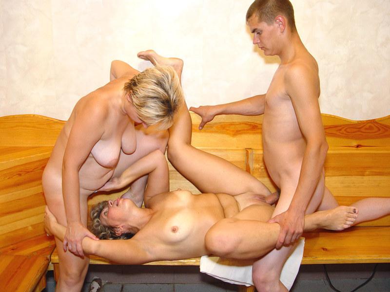 Женщины способны на многое в постели с напряженным членом