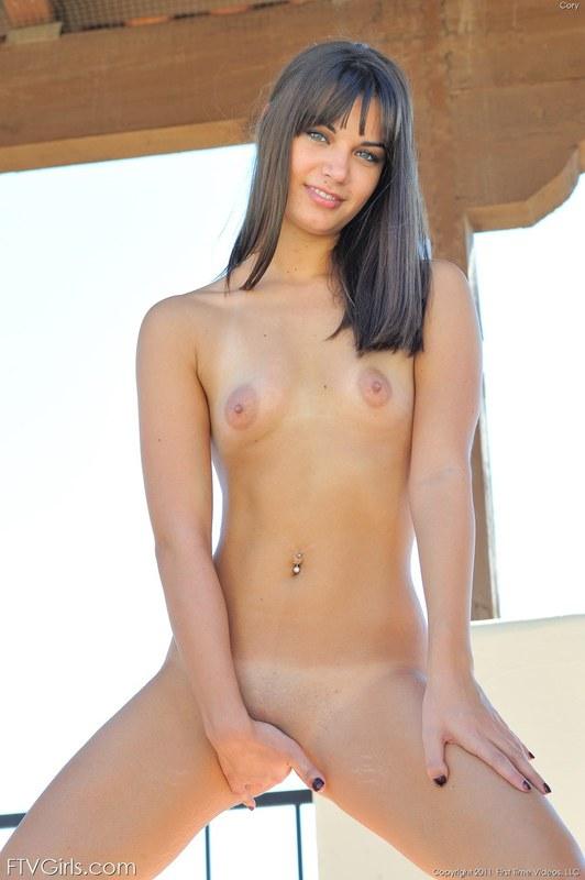 Молодое, сексуальное, загорелое тело