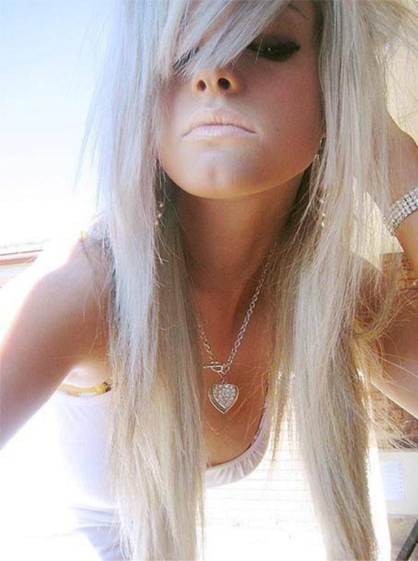 Блондинка против эмо: кто поведит в неравном сексуальной схватке?