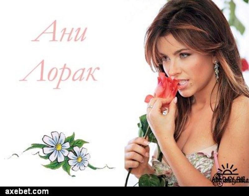 Свобдоное платье подчеркивает грудь Ани Лорак