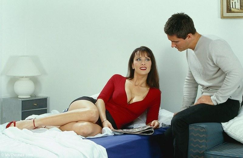 Легкие ласки постепенно перешли в славный секс