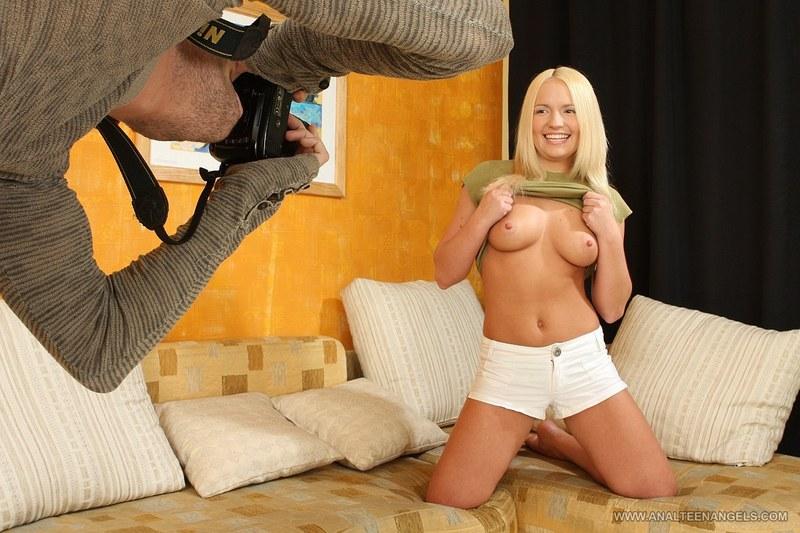 Эротическая фотосессия закончилась славным трахом для блонд