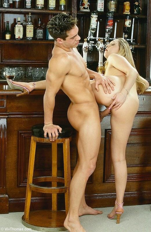 Секс на барной стойке
