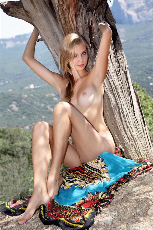 Заводящая девушка наделенная женской сексуальностью