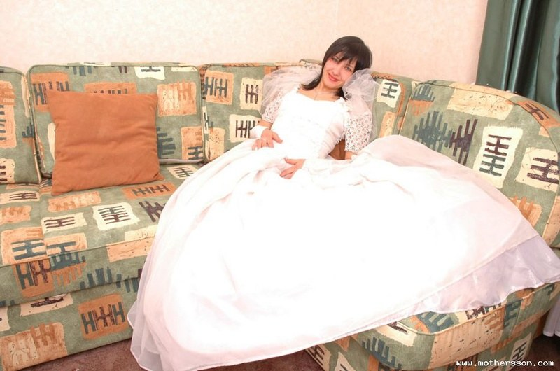 Писающая невеста