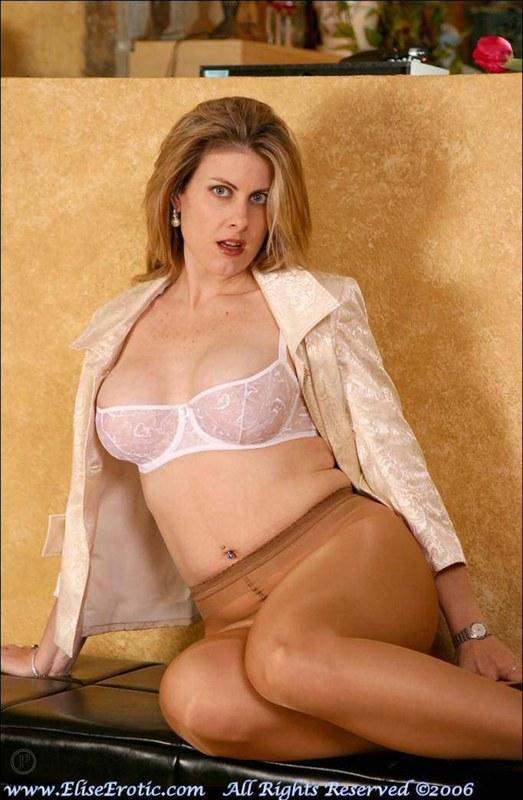Эротические фото милой блондинки