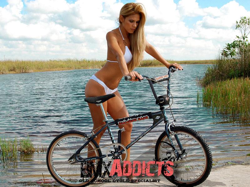 Велосипедная прогулка залог сексуальной фигурки