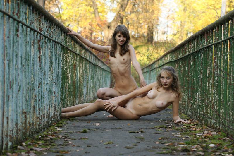 Оголенный дуэт русских девушек