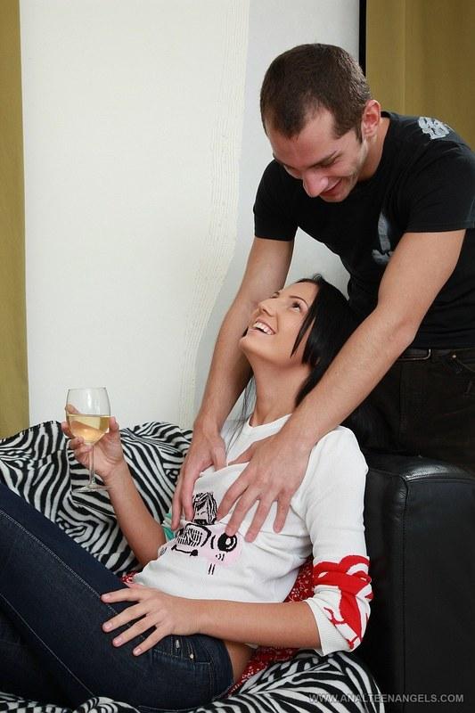 После бокала вина милашка готова на все