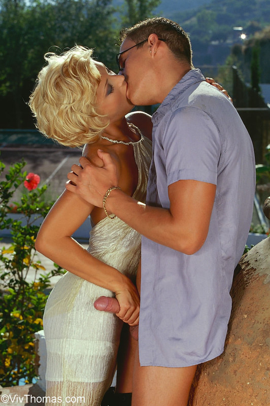 Обещала не целоваться на первом свидании, поэтому просто перепихнулась