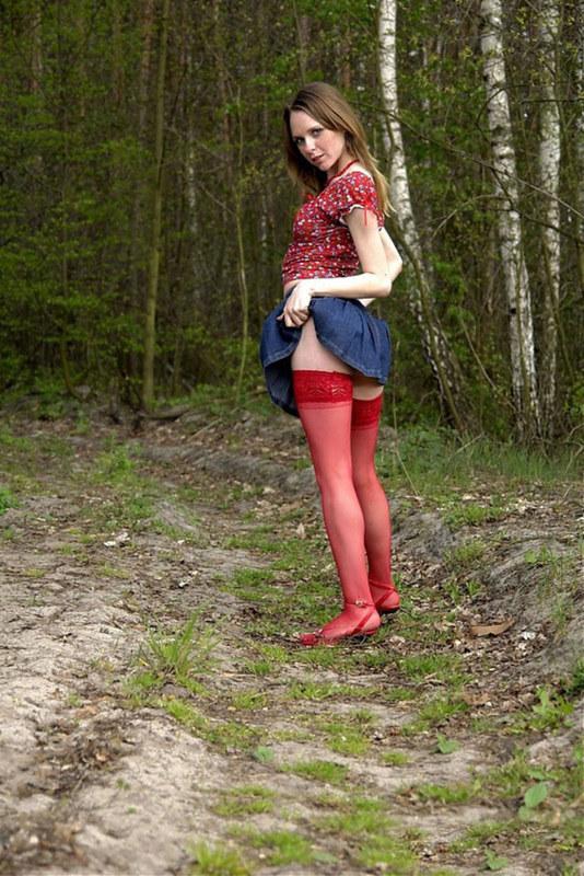 Весна не успела прийти, а девушки уже в юбках