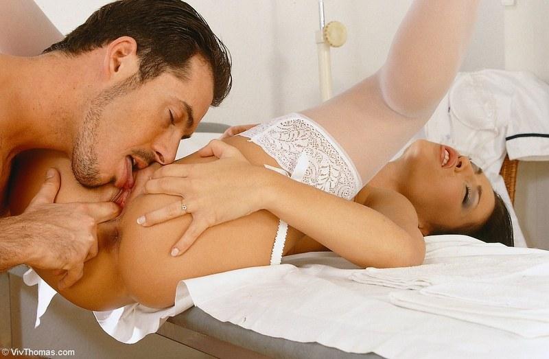 Медсестра, доктор, палатаЗдесь пахнет страстным сексом!