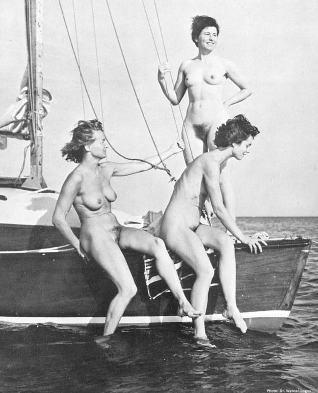 Эротика в черно-белых тонах