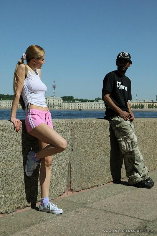 Русская сучка перепихнулась с парнем из Нигерии