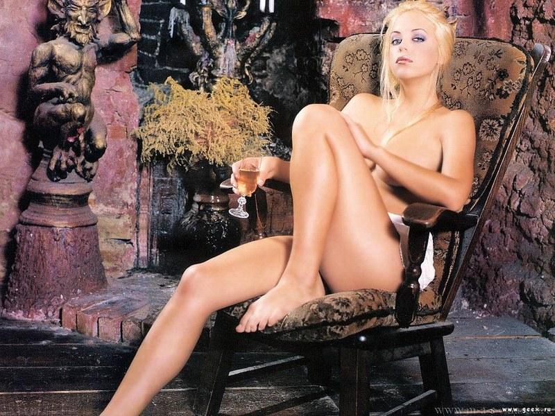 Блондинка она и в Африке блондинка