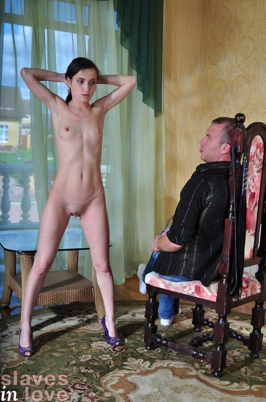 Он - хозяин, она - рабыня!
