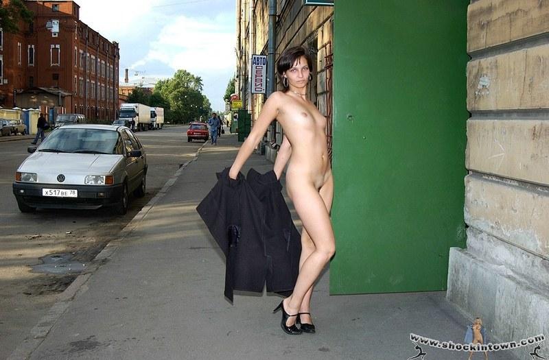 Русские девушки обнажаются в общественных местах