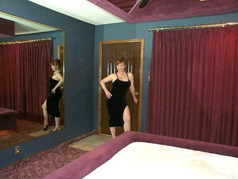 Зрелые женщины показывают обнаженные тела